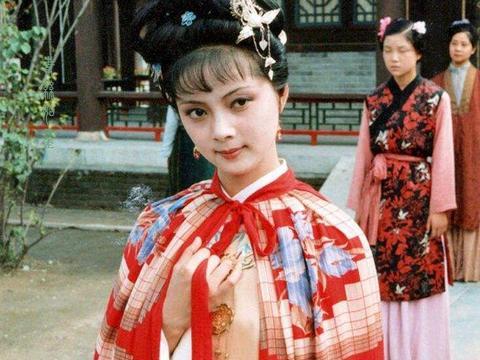 话说《红楼梦》:王熙凤与薛宝钗是姑表姐妹,两人关系怎么样?