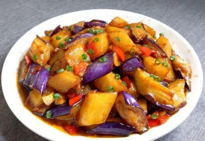 美食:红椒酿肉,酿豆腐,茄子烧土豆,泡椒田鸡的做法