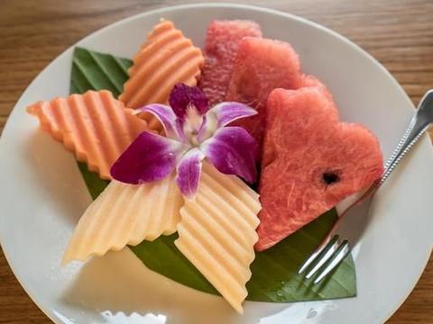 日常生活中皮色鲜艳的水果的皮为啥最好不吃?