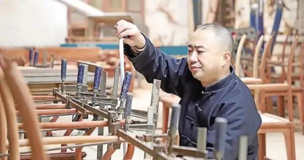 河北沧州:明式家具制作技艺融入时代气息
