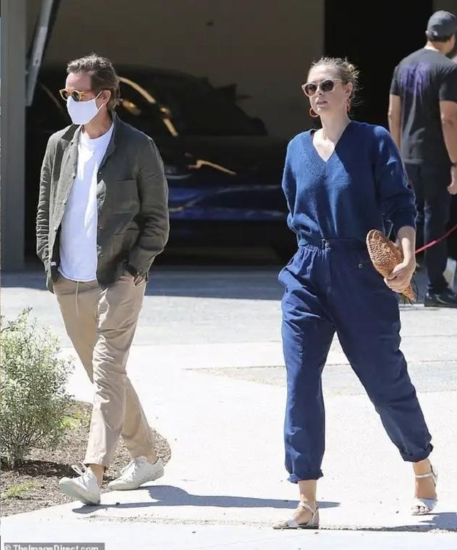 网球名将莎拉波娃现身洛杉矶,与未婚夫观看新房好事将近