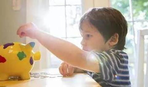 """培养孩子的金钱观,家长最好避开2个""""坑"""",对父母和孩子都有益"""