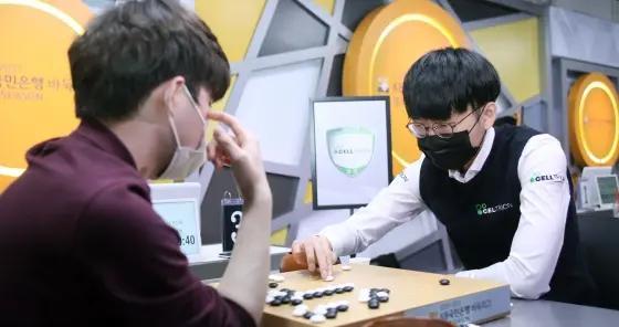 韩国围棋联赛,某教练员使出了巧妙的花招?