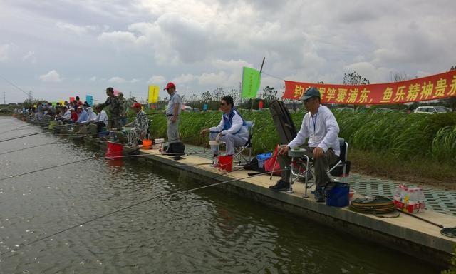 专钓滑口鲤鱼的方法,一种特殊软粘饵蘸麻团在钓滑口鲤鱼时的妙用