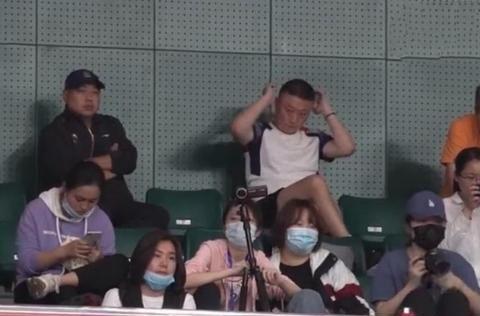 刘国梁、马琳、李隼共同观战刘诗雯比赛,释放了哪些信号?