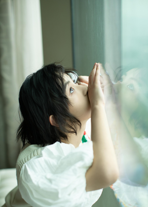 张子枫出席电影《我的姐姐》路演造型look……