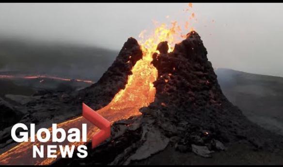 冰岛火山喷发游客在旁淡定打球