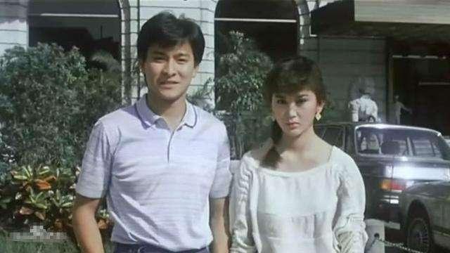她18岁与刘德华合作走红,嫁豪门18年不孕,如今52岁仍像20岁少女