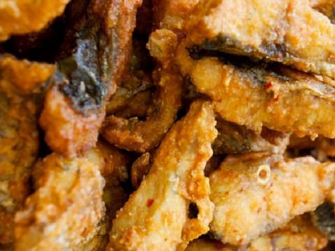 炸鱼块,别只知道挂面糊,这么做才正确,鱼块更香酥更入味