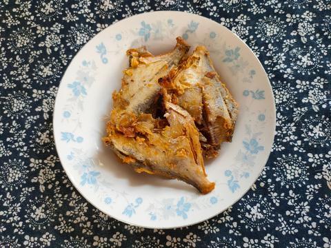 炸鱼时,别再调面糊了,婆婆常用的方法,炸鱼皮薄酥脆