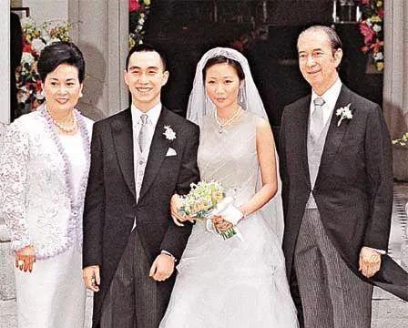 罗秀茵是一个好命的女人,爷爷是罗桂祥,丈夫是何猷龙