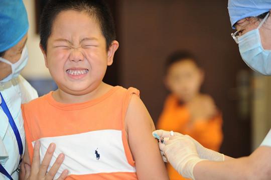 家长别心疼钱:这5种自费疫苗越早给娃接种越好,特别是第一种