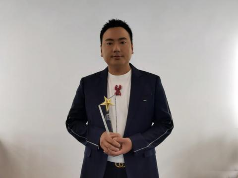 当红音乐人海来阿木,获全球流行音乐金榜年度优秀歌手奖