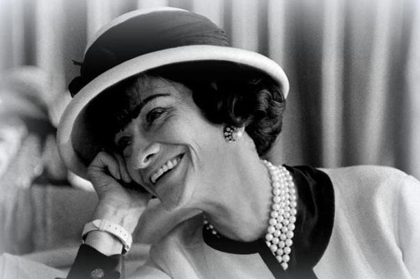 英国女王的珍珠戴几十年还光亮如新,为何你的就会发黄蜕皮?