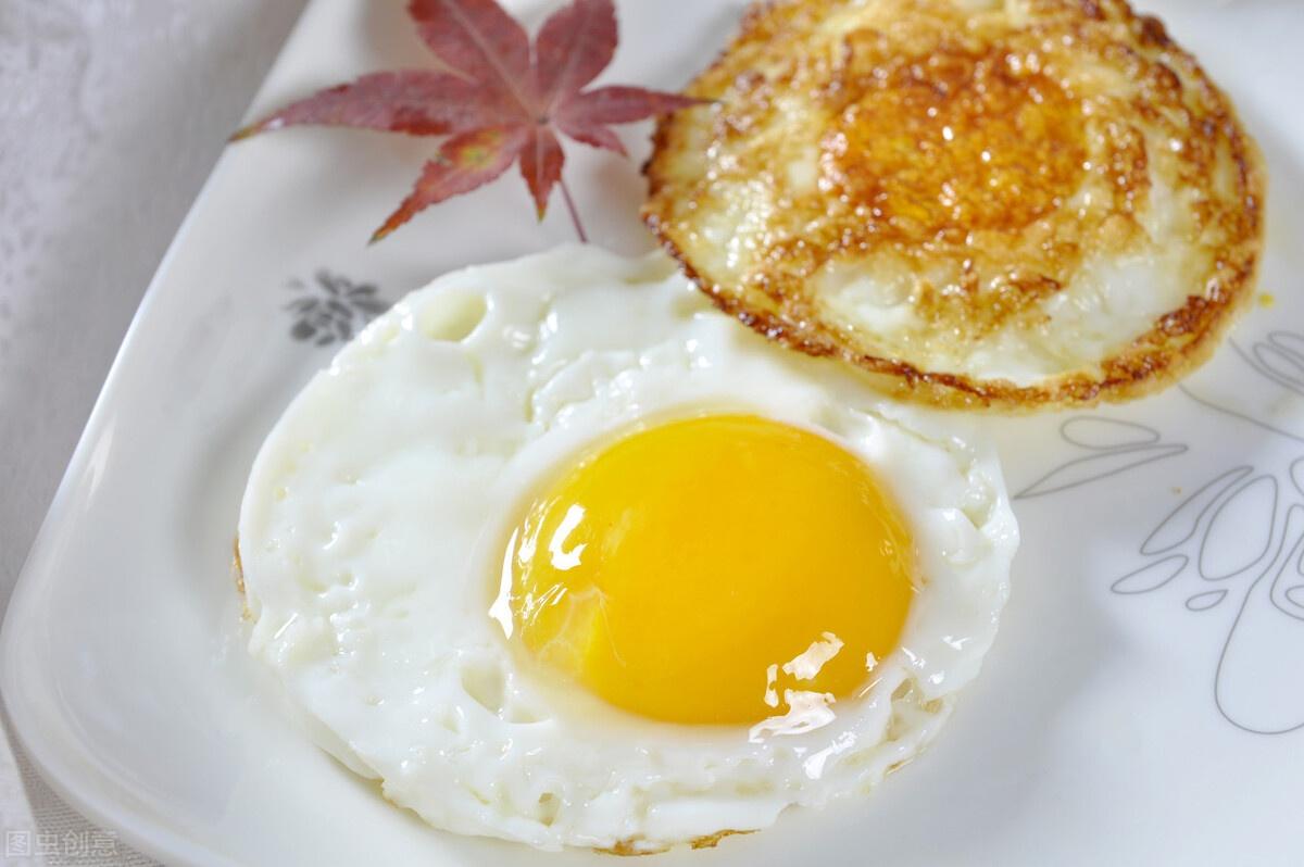 煎荷包蛋,用凉油还是热油?不少人用错了,难怪不香嫩,还会粘锅