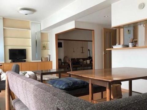 走进这对日本夫妇的家,全屋复古文艺,场面引起强烈舒适,超治愈