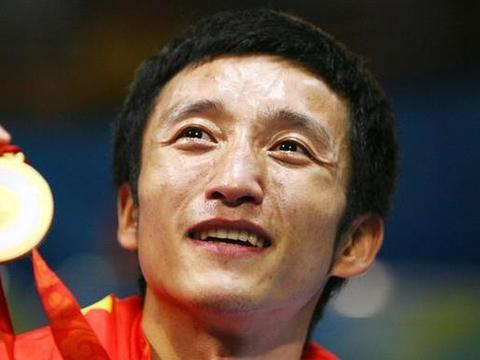 打了22年拳击,邹市明如今视力受到影响,娇妻留脐带血防帕金森