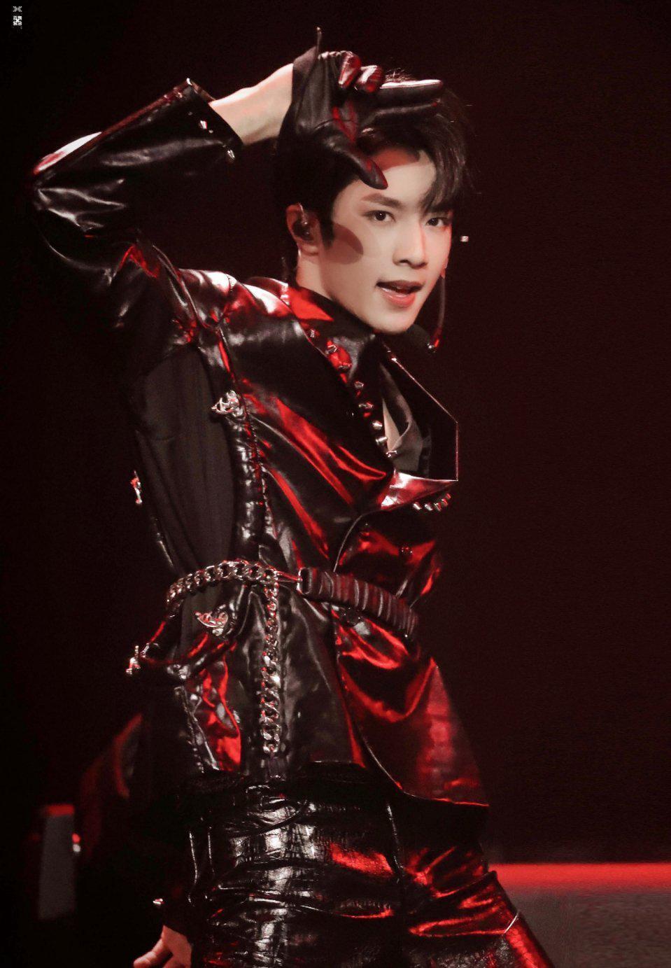 刘耀文舞台表演力太强了,很炫也很酷,是我喜欢的类型哦!