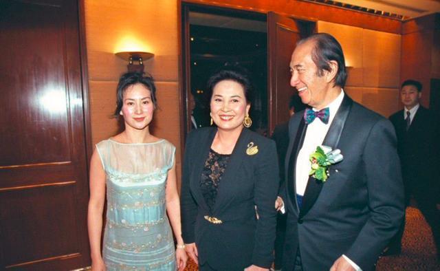 何鸿燊娶了14岁的蓝琼缨,却说自己喜欢成熟的女人,这到底为何?