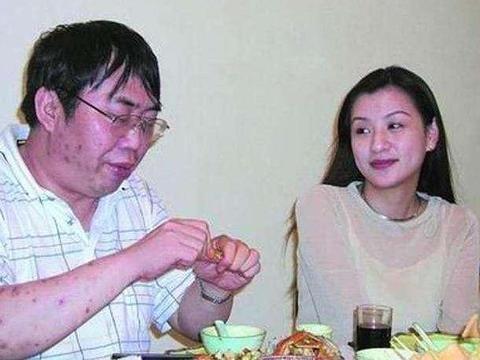 68岁棋圣聂卫平,儿孙入日籍,女儿和孙子同龄,小23岁娇妻仍美艳