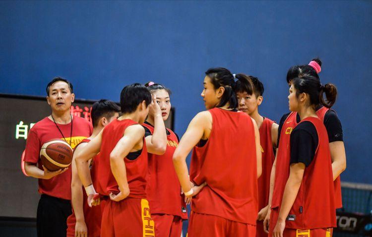 中国女篮出奇制胜,许利民召奥运争金魔兽入队,比周琦重34斤