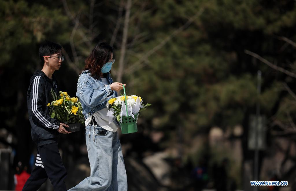 People prepare to lay flower baskets to the monument at the Chinese People's Volunteers (CPV) martyrs' cemetery in Shenyang, capital of northeast China's Liaoning Province, April 4, 2021. A commemoration activity was held here on Sunday to pay tribute to martyrs on the occasion of Tomb-Sweeping Day. (Xinhua/Yao Jianfeng)