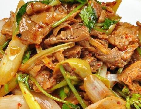 美食:葱油拌金针菇,葱爆羊肉,辣拌猪肚,椒盐皮皮虾的做法
