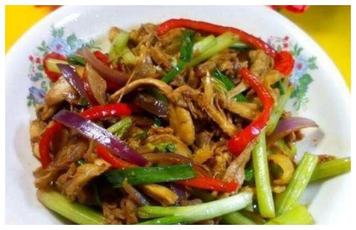 美食:葱香手撕鸡,剁椒凤爪,孜然平菇,香草鱼块的做法