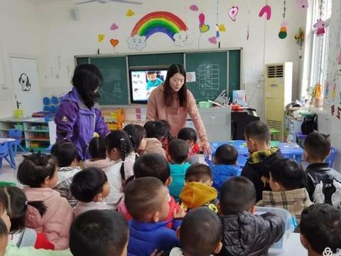 麻城市幼儿园深入开展区域活动现场观摩研讨活动