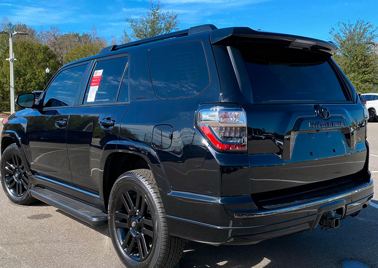 定位中大型SUV 丰田4Runner车型实拍图来袭