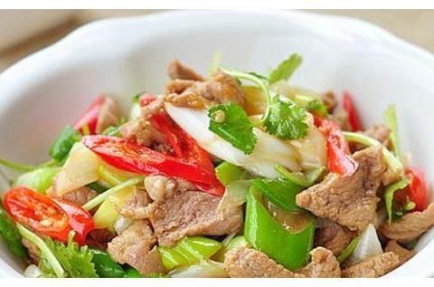 美食:葱爆青红椒羊肉,红烧猪蹄,抓拌均匀,蒸小酥肉的做法