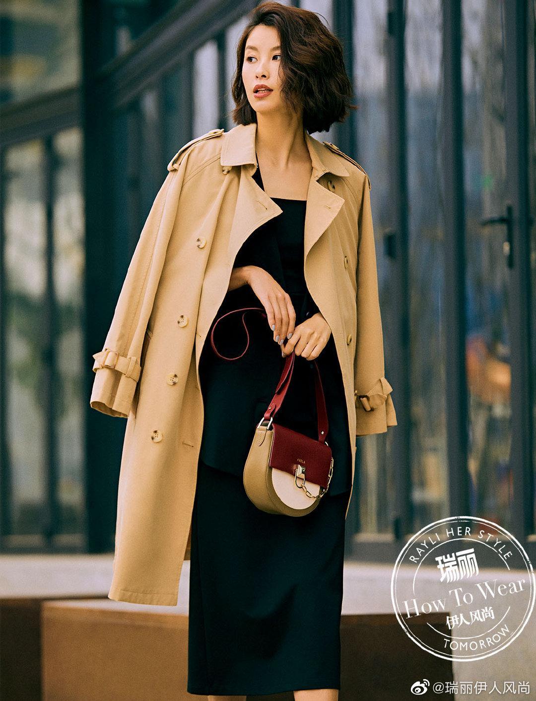 米色双排扣风衣搭配黑色背心连衣裙可以适应任何正装场合……