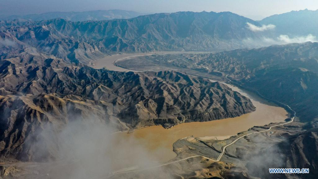 Aerial photo taken on April 5, 2021 shows the scenery of the Yellow River in the Heishan Gorge area in Zhongwei City, northwest China's Ningxia Hui Autonomous Region. Heishan Gorge is located in the upper reaches of the Yellow River, with a total length of over 70 kilometers. (Xinhua/Feng Kaihua)