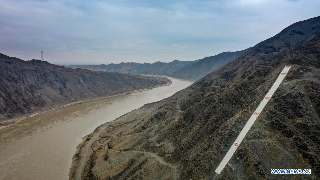 Aerial photo taken on April 3, 2021 shows the water mark of the Yellow River in the Heishan Gorge area in Zhongwei City, northwest China's Ningxia Hui Autonomous Region. Heishan Gorge is located in the upper reaches of the Yellow River, with a total length of over 70 kilometers. (Xinhua/Feng Kaihua)