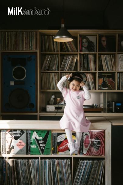 《乐队的夏天》石璐与女儿合体拍大片 春天俏皮抢镜