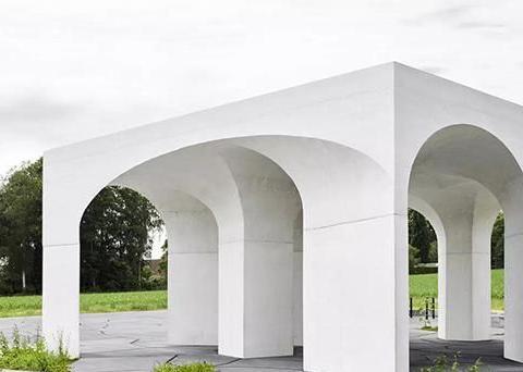 「建筑界」德国军事公墓的接待亭,亭子以古典拱券建筑为灵感