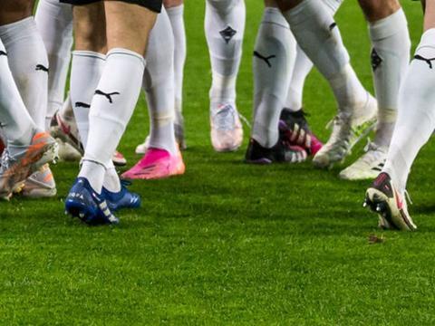 门兴格拉德巴赫球员上脚阿迪达斯全新足球鞋套装
