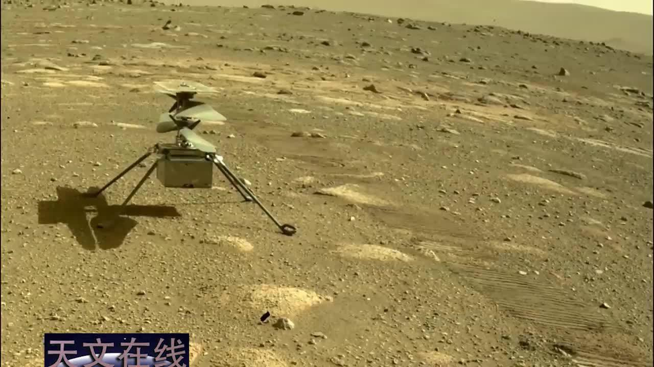 瞧!毅力号传回了最新火星照片,我们可以看见机智号直升飞机