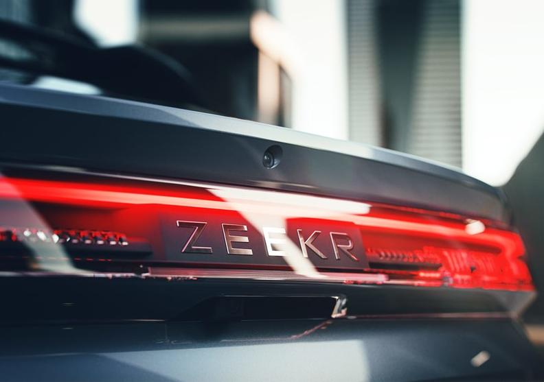 3.8秒破百、双电四驱,极氪ZEEKR 001卖30万贵吗?