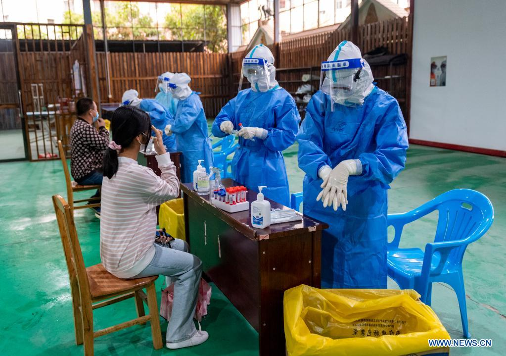 A resident receives nucleic acid testing for COVID-19 at Munao community, Ruili City, southwest China's Yunnan Province, April 6, 2021. Ruili City in southwest China's Yunnan Province on Tuesday launched the second round of nucleic acid testing that includes all residents of the city proper. (Xinhua/Chen Xinbo)