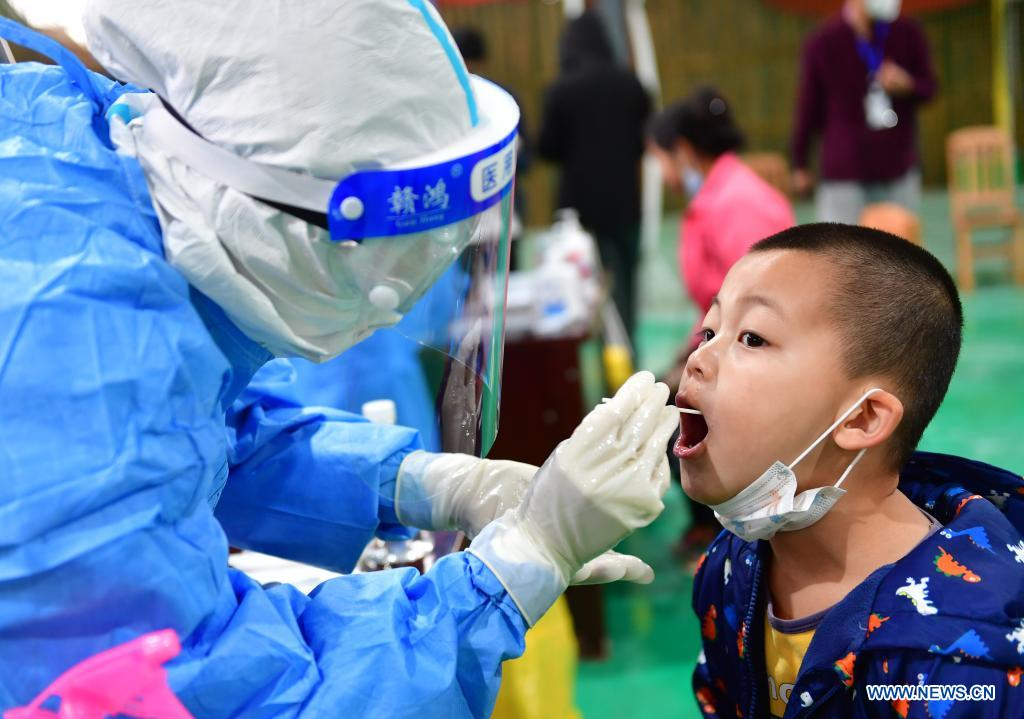 A boy receives nucleic acid testing for COVID-19 at Munao community, Ruili City, southwest China's Yunnan Province, April 6, 2021. Ruili City in southwest China's Yunnan Province on Tuesday launched the second round of nucleic acid testing that includes all residents of the city proper. (Xinhua/Chen Xinbo)