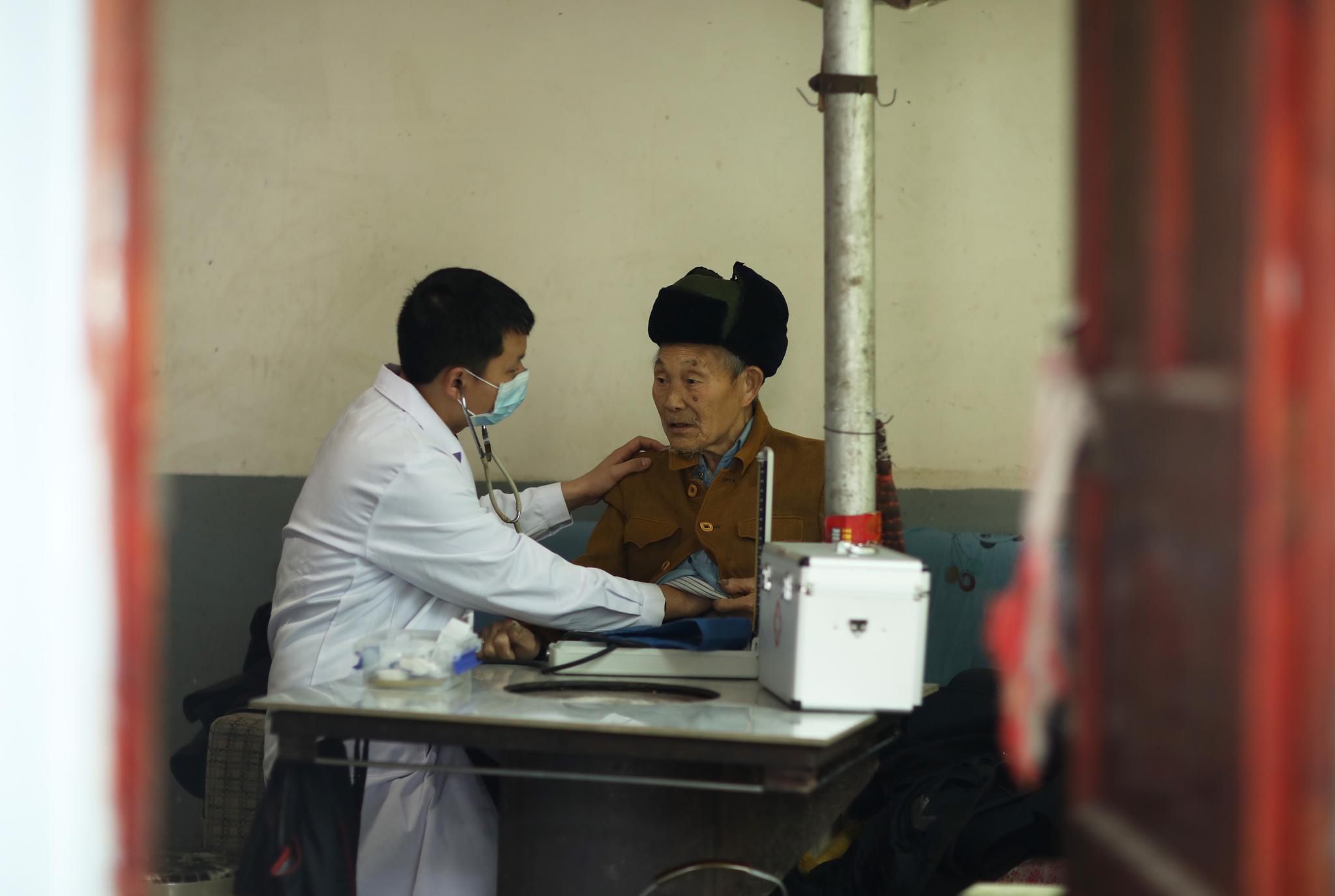 贵州绥阳:家庭医生守护村民健康