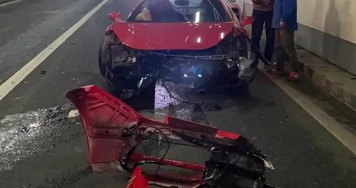 法拉利跑车猛撞隧道墙壁,司机:车是朋友的,这种车开得少自己不太熟悉