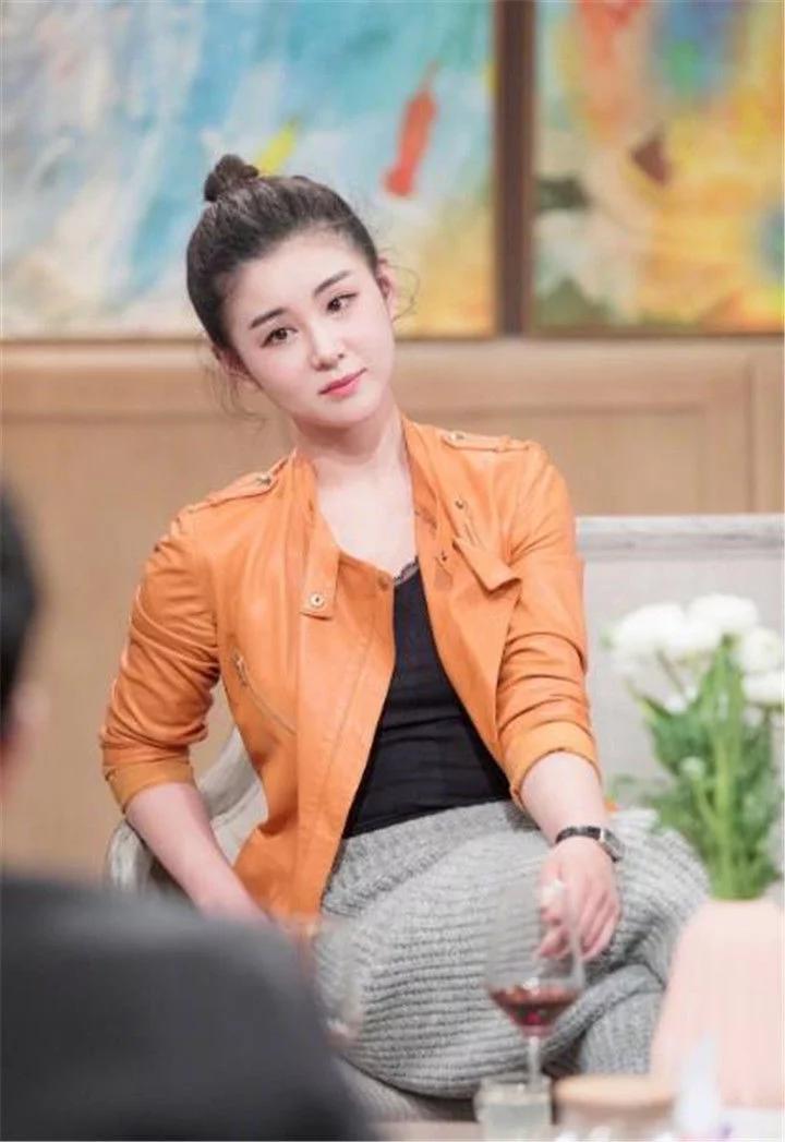 天悦平台出道21年从不拍吻戏!初吻只留给老公,今36岁被宠的像18岁少女