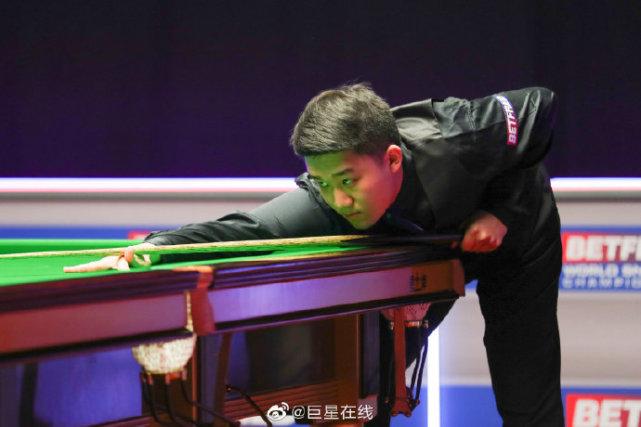 牛!中国2位18岁小将世锦赛爆发,斯佳辉6-1获胜,白朗宁6-4晋级