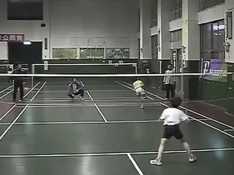 羽毛球 8岁王子维PK9岁戴资颖 已经有模有样