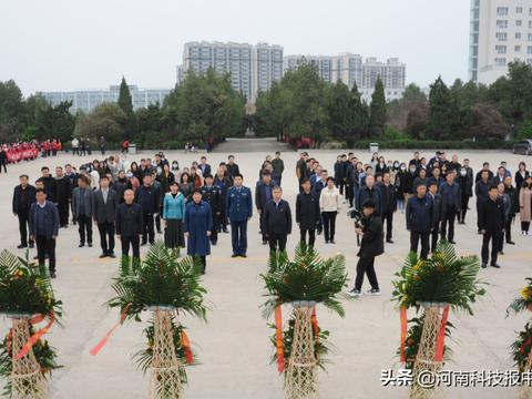 滑县党员干部群众纷纷祭扫革命先烈陵墓