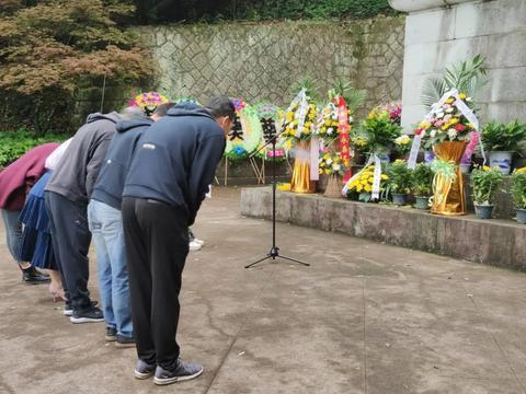 武义县总工会组织干部职工到县烈士陵园进行祭扫和缅怀活动