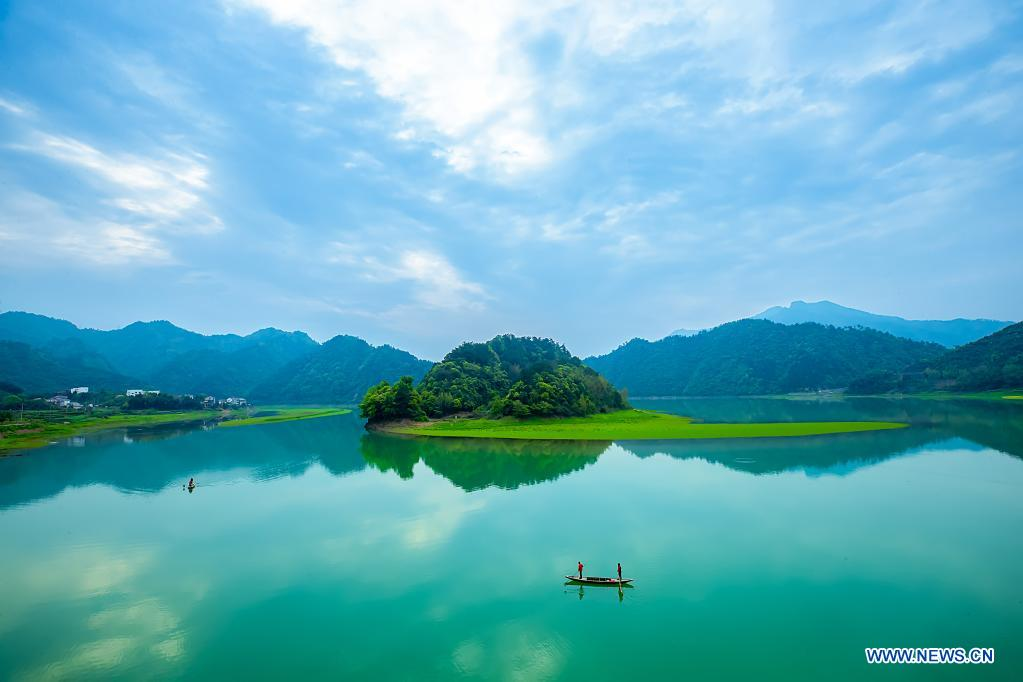 Aerial photo taken on April 7, 2021 shows volunteers patrolling the lake to keep the water clean in Wuzhuang Village of Chun'an County, east China's Zhejiang Province. Volunteers are encouraged to take part in the ecological environment protection in the county. (Photo by Mao Yongfeng/Xinhua)