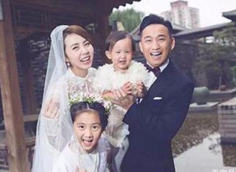 """""""师生恋""""4对明星夫妻,娶学生不算什么,最后一位把老师娶回家"""